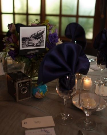 Place cards made to look like a luggage tag continue the travel theme.