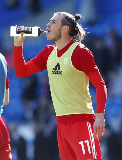 Wales Gareth Bale Warms Up Prior To The Uefa Euro 2020 Qualifying Gareth Bale Usa Soccer Women Soccer Girl Problems