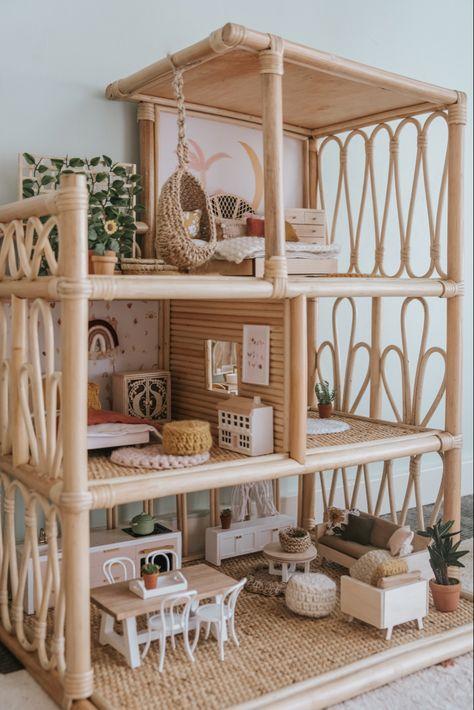 Rattan dollhouse, beach house, dollhouse inspo, little peach and pip, mini wallpaper Diy Barbie Furniture, Home Furniture, Modern Dollhouse Furniture, Furniture Vintage, Doll House Crafts, Doll Houses, Doll House Plans, Barbie Doll House, Best Doll House