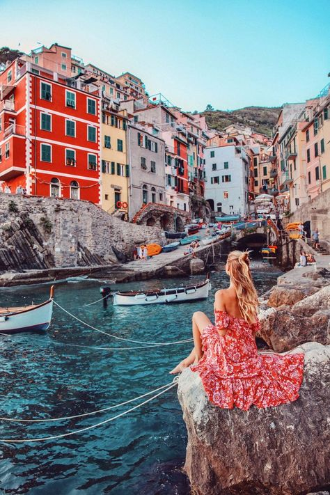 Cinque Terre Travelguide When I first fell in love with Cinque Terre… I can't even tell you how long I've been dreaming of visiting Cinque Terre. Even though Cinque Terre was not really on the route I had… Places To Travel, Travel Destinations, Places To Visit, Cinque Terre Italia, Voyage Europe, Destination Voyage, Travel Goals, Italy Travel, Travel Photos