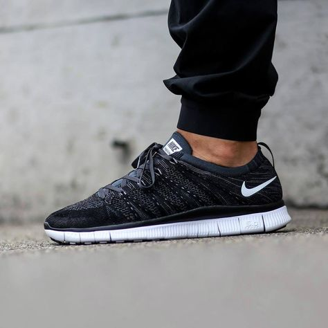 nike free flyknit black womens clothing