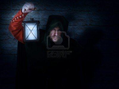 De nachtwaker vertelt dat hij ook achter de vampier aan zit, hij is vampier jager. De nachtwaker Gaspar heeft een serum gemaakt om kinderen die gebeten zijn door een vampier weer beter te maken.
