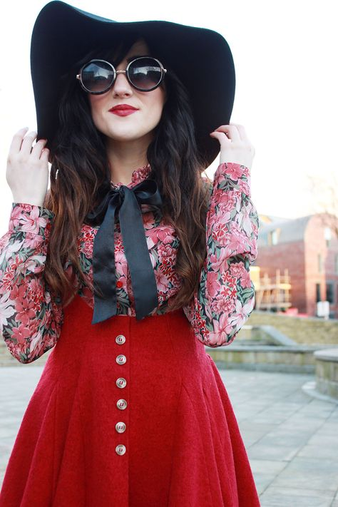 Chic floppy hat and sunnies