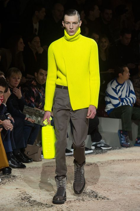 Louis Vuitton Fall 2018 Men's Fashion Show. All the Fall 2018 Paris Menswear fashion shows in one place. Designer collections, PFWM, runway reviews, photos, videos, backstage, accessories, beauty, atmosphere, street style & more.