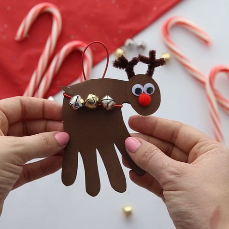 REINDEER HANDPRINT CARD - so cute! This reindeer craft for kids is so fun to make too! A perfect Christmas craft for kids.  #bestideasforkids