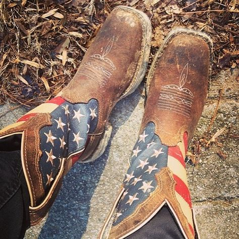 United States Flag Cowboy Boots. #boots #cowboyboots #country For more Cute n' Country visit: www.cutencountry.com and www.facebook.com/cuteandcountry