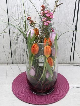 Floristik Tulpen In Der Vase In 2020 Tulpen In Vase Ard Buffet