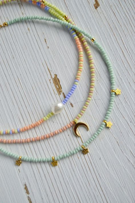 Seed Bead Chokers // many colors and styles to choose from Seed Bead Jewelry, Bead Jewellery, Cute Jewelry, Jewelry Accessories, Trendy Jewelry, Seed Beads, Diy Bracelets Easy, Summer Bracelets, Beaded Bracelets