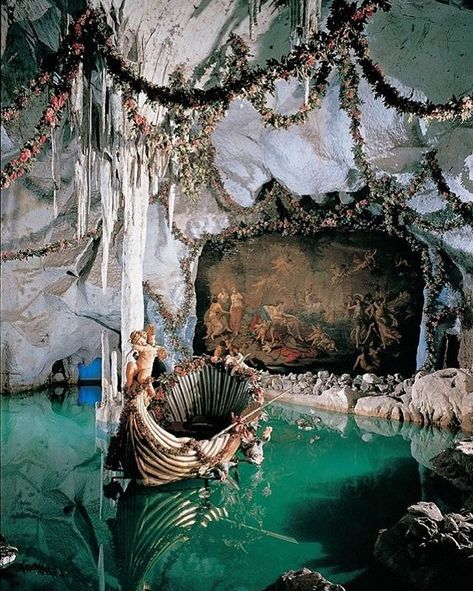 King Ludwig's Blue Venus grotto at Linderhof Castle, Bavaria, Germany. Art Et Architecture, Beautiful Architecture, Classical Architecture, Linderhof Palace, Living Room Decor Traditional, Traditional Decor, Abandoned Places, Abandoned Library, Abandoned Castles