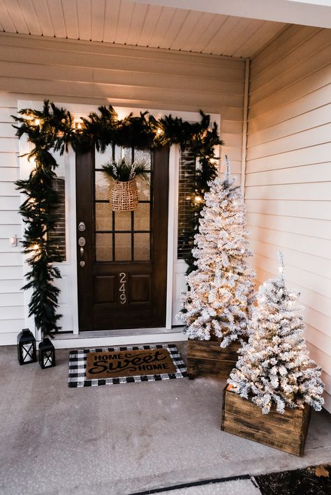 Our Festive Home Exterior for Christmas - Jordan Jean Merry Little Christmas, Cozy Christmas, Country Christmas, All Things Christmas, Christmas Holidays, Christmas Crafts, Front Porch Ideas For Christmas, Christmas Tree Inspo, Porch Christmas Tree