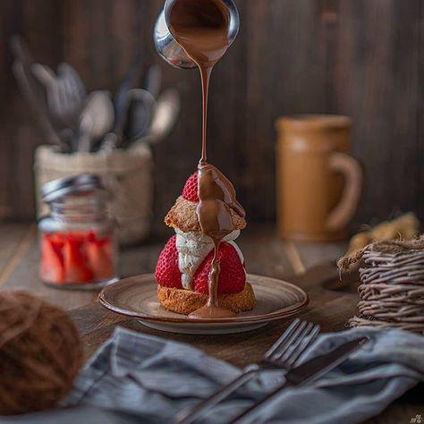 لو انا اللي مصوره هالصورة كان عفست الدنيا وانا اصب ماتتخيلون الجهد الكبير خلف الكواليس واحنا نصور بعدين يجي شخص ماعنده سالفة ي Food Chocolate Chocolate Fondue
