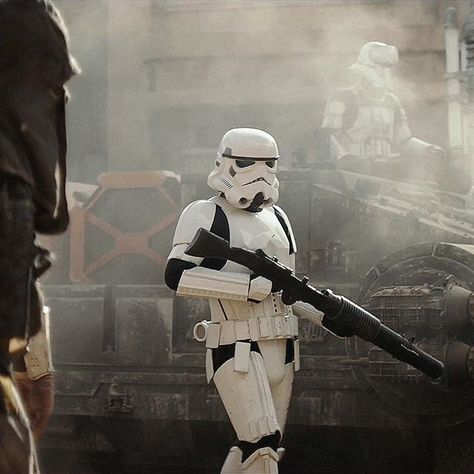 It's so awesome we're seeing the original Stormtrooper design. I love the gritty environment as well. Think we'll get some insight on the transition process from clones to Stormtroopers? Probably not. One can only hope.
