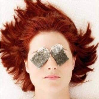 كمادات أكياس الشاي الأخضر الباردة لمدة ١٥ دقيقة بتساعدك على تخفيف الهالات السوداء كاريزما ايقون Puffy Eyes Puffy Eyes Remedy Best Eye Serum