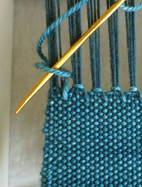 tutorial: The hemstich, a favorite way to finish hand woven fabric. It's simple, secure and very beautiful! via purl sohoIneed this tip when Ifinish my weaving stick scarves! Finishing with Hemstitch - Weaving Tutorials - Knitting Crochet Sewing Embroider Weaving Textiles, Weaving Patterns, Tapestry Weaving, Craft Patterns, Stitch Patterns, Knitting Patterns, Weaving Art, Inkle Weaving, Inkle Loom