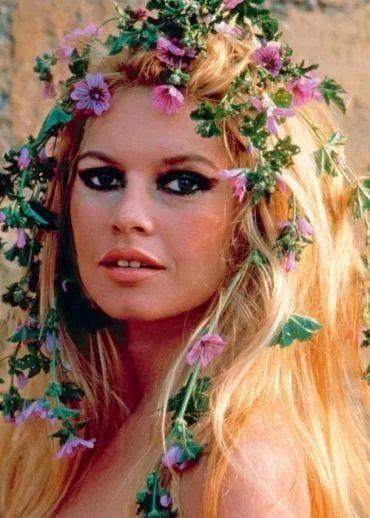 Brigitte Bardot 1960s Flowers In Hair Brigitte Bardot Bardot Brigitte