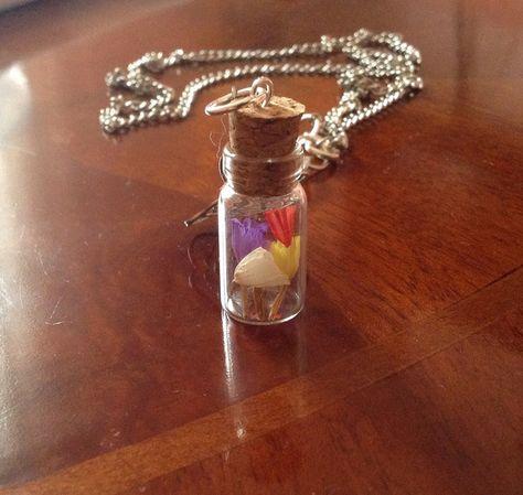"""Collana con bottiglia """"fiori secchi"""" di Il gomitolo di Birba su DaWanda.com"""