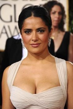 Top 10 Big milky cleavage pictures of Salma Hayek – Hot Actress Gallery
