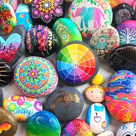 Learn the best techniques for painting and decorating rocks with the Rock Art Handbook. Over 30+ rock art tutorials.
