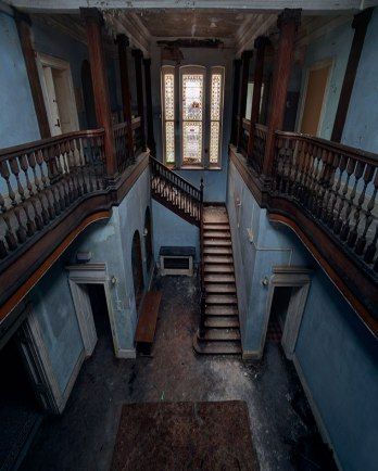 The staircase of a long-abandoned boys' school in Berkshire, England. Photographer Matt Emmett has made a name for himself by pushing the boundaries to capture epic imagery of Europe's most forgotten ruins. Abandoned Buildings, Abandoned Property, Old Abandoned Houses, Old Buildings, Abandoned Places, Old Houses, Abandoned Castles, Old Mansions, Abandoned Mansions