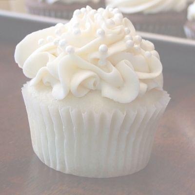 Cupcake recipes 250442429266478346 - Wedding Cake Cupcakes/Cake/ Vicky Recipe – Source by Cupcakes Cool, White Cupcakes, Almond Cupcakes, Caramel Cupcakes, Mocha Cupcakes, Brownie Cupcakes, Gourmet Cupcakes, Oreo Truffles, Flower Cupcakes