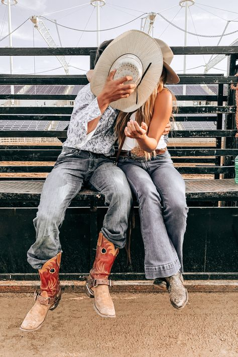 What happens behind the chutes, stays behind the chutes. Cute Country Couples, Country Couple Pictures, Cute Country Boys, Looks Country, Cute Couples Photos, Cute Couple Pictures, Cute Couples Goals, Couple Goals, Country Prom