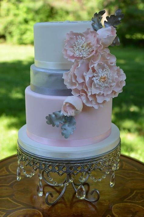 Featured Wedding Cake: But a Dream Custom Cakes;