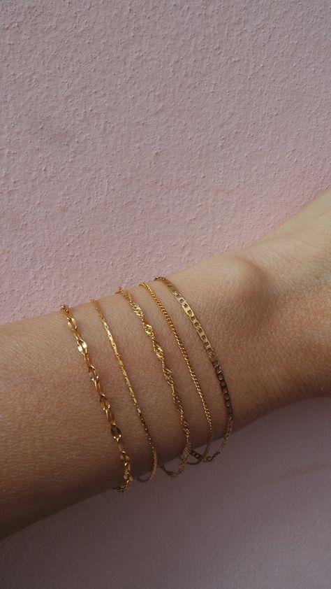 Minimalist bracelet. Dainty chain bracelet. Gold chain bracelet. Thin chain bracelet. Skinny bracelet. Layering bracelet.