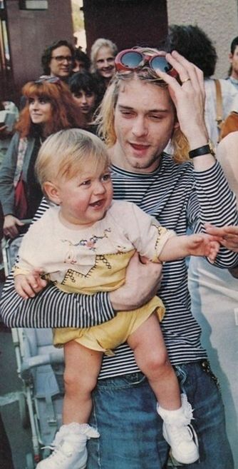 ♡♥Kurt Cobain 26 holds his 1 yr old baby daughter Francis Bean Cobain who was born on Aug 18th,1992 at the MTV video music awards on Sept 2nd,1993 - click on pic to see a full screen pic in a better looking black background♥♡