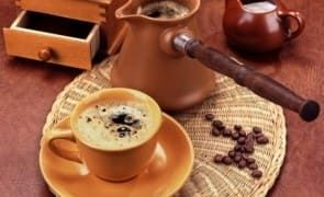 صور قهوة الصباح صباح الخير قهوة الصباح على البحر صور فنجان قهوة المساء الفيس بوك تويتر انستغرام الصباح Coffee Presentation Coffee Roasting Roasted Coffee Beans