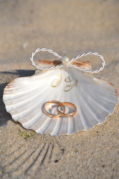 Seashell ring dish holder personalized Shell ring holder, Beach Wedding, Nautical Ring Bearer, Engagement Gift, Shell ring tray Ring carrier – Well come To My Web Site come Here Brom Leaf Engagement Ring, Engagement Gifts, Engagement Photos, Engagement Ring Holders, Beach Engagement, Beach Ceremony, Beach Wedding Decorations, Nautical Wedding, Simple Beach Wedding