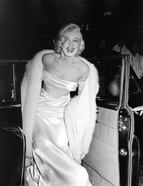 Glamour Marilyn Glamour Marilyn - Sublime Marilyn Monroe - Glamour Marilyn Glamour Marilyn – Sublime Marilyn Monroe Source by enniebtr - Hollywood Fashion, Hollywood Waves, Hollywood Icons, Hollywood Actor, Vintage Hollywood, Hollywood Actresses, Classic Hollywood, Old Hollywood Style, Hollywood Makeup