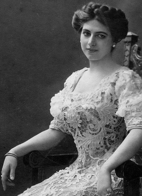 """""""I am a woman who enjoys herself very much; sometimes I lose, sometimes I win.""""   Mata Hari"""