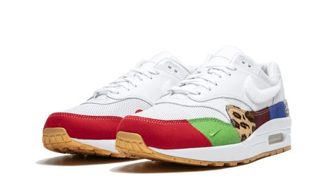 New Images of the Friends and Family Nike Air Max 1 'Master'