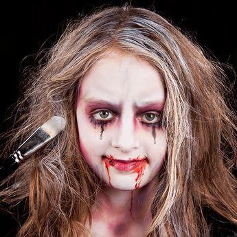 Vampir Schminkanleitung Fur Kinder Halloween Schminken Kinder Vampir Schminken Kinder Und Gruselig Schminken Kinder