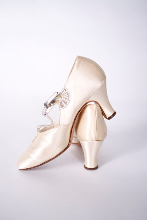 Vintage 1920s Shoes - Ivory Satin Art Deco Dancing Slippers with Silver and Gold…