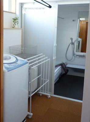 浴室引き戸レールの掃除問題 洗濯機の位置は浴室側ではなく洗面室側にしてよかったと思った件 引き戸 レール 引き戸 棲家