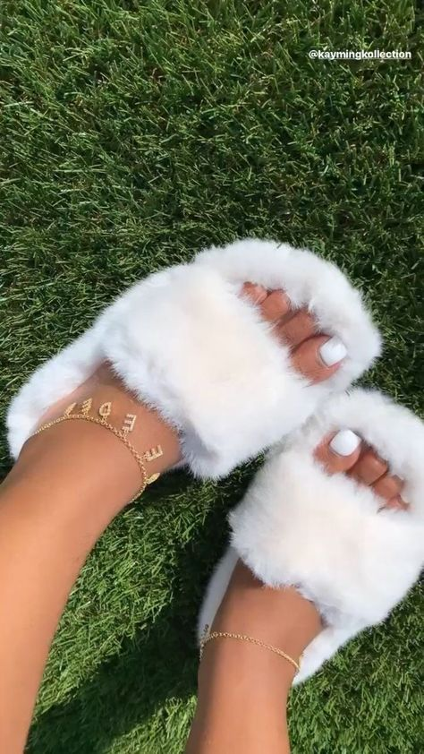 Cute Sandals, Shoes Sandals, Sneakers Fashion, Fashion Shoes, Dior Sneakers, Fashion Outfits, Fluffy Shoes, Aesthetic Shoes, Cute Sneakers