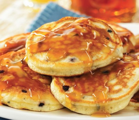 Banish the box and make your own pancakes from scratch by mixing the dry ingredients at home. Prep prior to your trip and you'll be ready to just add water and heat up the frying pan at camp. With the addition of your own dried fruit and berries, classic pancakes are even better.Prep at Home1/