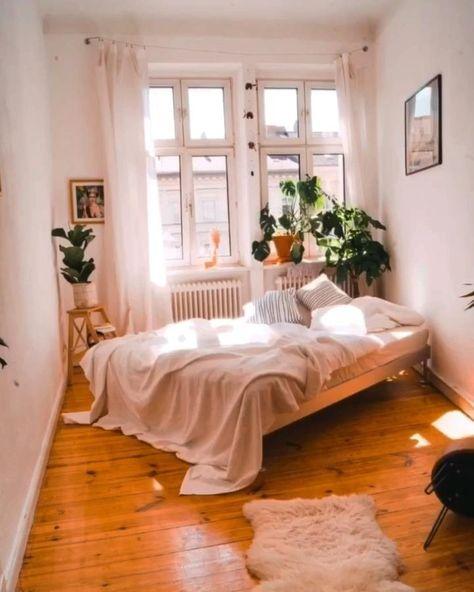 Du hast ein Zimmer und weißt partout nicht, wie Du es einrichten sollst oder was zu Dir und Deinen Möbeln passt? Oder möchtest Du einfach mal einen neuen Stil ausprobieren? Ich helfe Dir dabei, geschmackvolle und individuelle Lösungen zu finden, die nicht nur praktisch, sondern auch gemütlich sind.