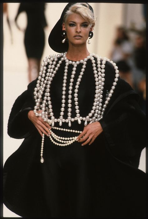 Linda Evangelista walks the runway during the Chanel Ready to Wear show as part of Paris Fashion Week Fall/Winter in March, 1991 in Paris, France. Get premium, high resolution news photos at Getty Images