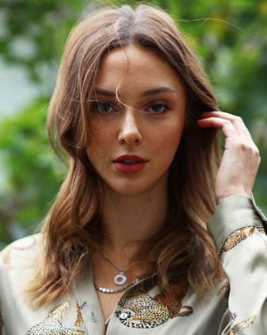Enes Batur Un Sevgilisi Ecenaz Ucer Kim Kac Yasinda Nereli In 2020 Instagram Fashion Kim