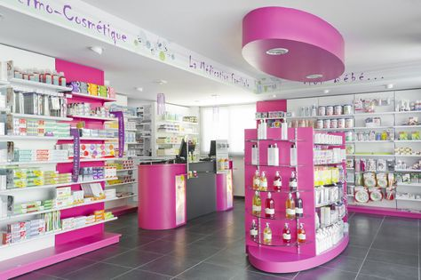 Agencement de la pharmacie derouet saint suzanne 53 for Boursin agencement