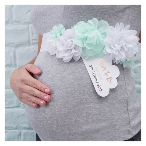 Hello World Mum to Be Baby Shower Sash for the perfect gender neutral baby shower. Beautifully complements our Hello World Baby Shower party range. Baby Shower Floral, Décoration Baby Shower, Bebe Shower, Baby Shower Games, Baby Shower Parties, Unisex Baby Shower, Cloud Baby Shower Theme, Cute Baby Shower Ideas, Shower Favors