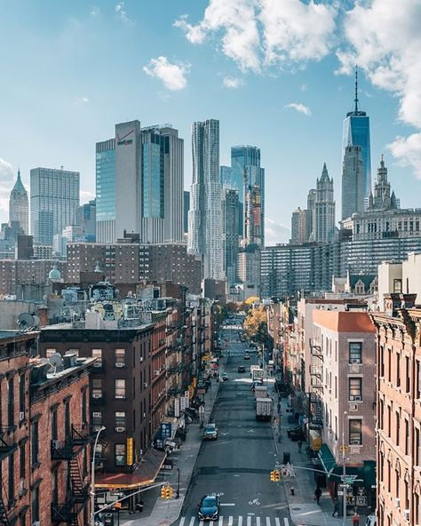 Connecting New York City with stories for the millennial generation. Check out for a refreshing take of spoiled NYC. City Aesthetic, Travel Aesthetic, Teatro Da Broadway, Puente Golden Gate, New York City, Places To Travel, Places To Visit, Lower Manhattan, Manhattan Bridge