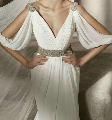 Beautiful Dresses in white Greek Goddess Dress, Greek Dress, Greek Goddess Costume, Toga Outfits, Winter Dress Outfits, Fashion Outfits, Dress Winter, Fancy Dress Costumes Couples, Costumes For Women