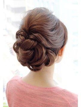 セミロング ヘアアレンジ 結婚式の髪型で 人気のヘアスタイルをご