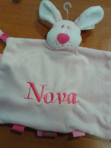 roze tut hond voor Nova
