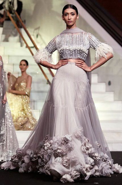Pin By Sufiliya On Outfits In 2020 Indian Bridal Outfits Bridal Lehenga Red Manish Malhotra Bridal Collection