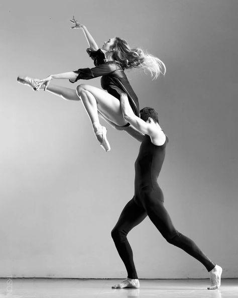 Polina Pavlenko and Maks Midyanka - Ballett - fotografiethemen Paris Opera Ballet, Pose Reference Photo, Human Poses, Ballet Photography, Underwater Photography, Dance Movement, Dance Poses, Ballet Beautiful, Modern Dance