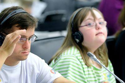 21 mars #trisomie21 - Journée mondiale de la trisomie 21.  Malgré leur handicap, les personnes atteintes de trisomie, peuvent, si on leur donne leur chance et du soutien, vivre une vie heureuse et apporter leur contribution à la société. http://www.un.org/fr/events/downsyndromeday/  Photo : ONU/ /E. Schneider